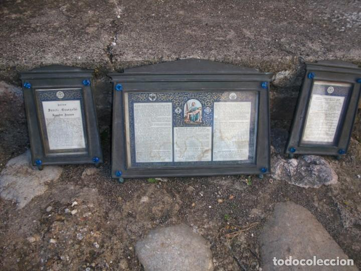 Antigüedades: Juego de candelabros, atril y sacras de Iglesia, siglo XIX. En bronce. - Foto 6 - 135773022