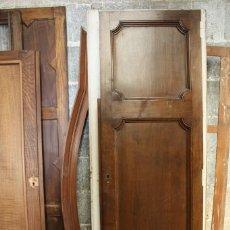 Antigüedades: PAREJA DE PUERTAS EN MADERA DE NOGAL. . Lote 135786530