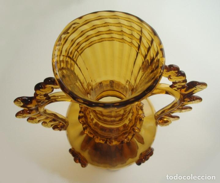 Antigüedades: JARRÓN DE VIDRIO SOPLADO. MELADO. MALLORQUÍN, GORDIOLA. DOBLES ASAS. AÑOS 40-50. ALTURA 33 CMS. - Foto 6 - 59783356