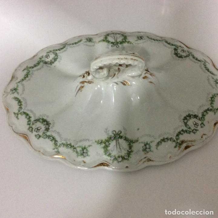 Antigüedades: Antigua sopera, salsera, frutero y dos fuentes aperitivos de porcelana opaca - Foto 4 - 135796778