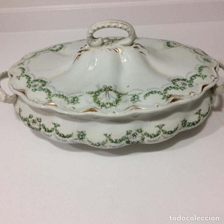 Antigüedades: Antigua sopera, salsera, frutero y dos fuentes aperitivos de porcelana opaca - Foto 5 - 135796778