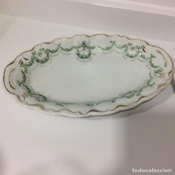 Antigüedades: Antigua sopera, salsera, frutero y dos fuentes aperitivos de porcelana opaca - Foto 9 - 135796778