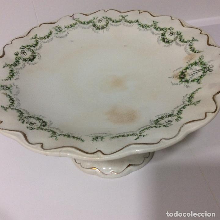 Antigüedades: Antigua sopera, salsera, frutero y dos fuentes aperitivos de porcelana opaca - Foto 15 - 135796778