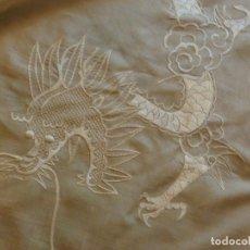 Antigüedades: ANTIGUO MANTÓN DE SEDA ART DECO - DRAGONES CHINOS - PRINCIPIOS S.XX. Lote 135815342