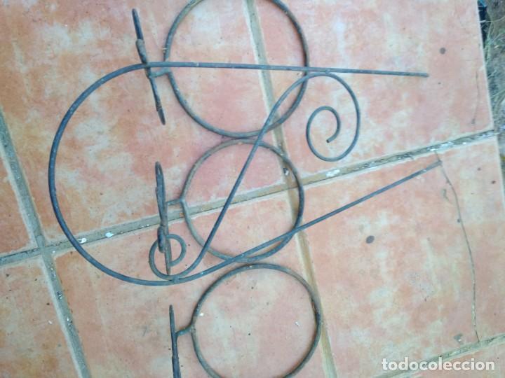 Antigüedades: ANTIGUOS COLGADORES DE MACETA EN HIERRO FORJADO ,DECORACIÓN CASA JARDÍN - Foto 2 - 135829102