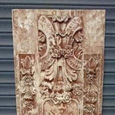 Antigüedades: ANTIGUA TABLA DE RESINA ANTIGUA CON ORNAMENTOS IMITANDO A PIEDRA ANTIGUA. PIEZA ESPECTACULAR. 173X55. Lote 135847986
