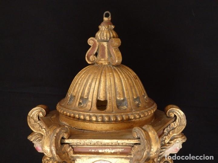 Antigüedades: Farol de techo de estilo barroco en madera tallada y dorada. 63 cm. Hacia 1900. - Foto 15 - 135848010