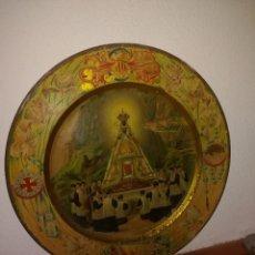 Antigüedades: BANDEJA VIRGEN DE MONTSERRAT - METAL - AÑOS 20 - 32 CMS. DIÁMETRO - ESCUDO PEDRO IV. Lote 135850718