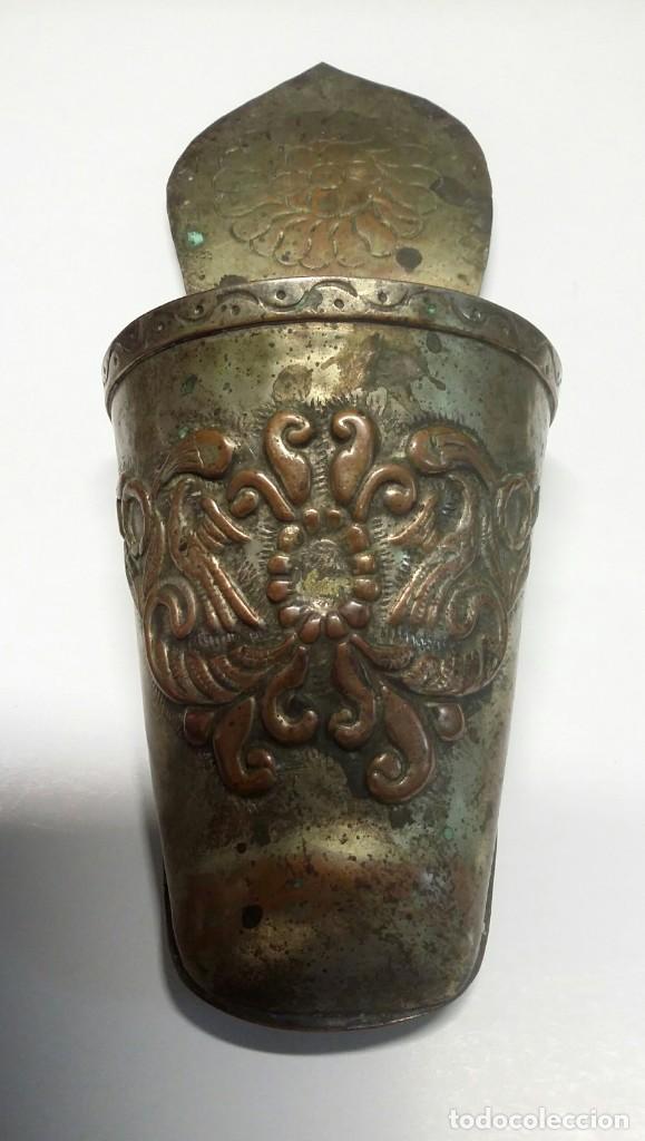 Antigüedades: ANTIGUO ESTRIBO DE NIÑO DE ALPACA. LABRADO Y CINCELADO A MANO - Foto 2 - 135883238