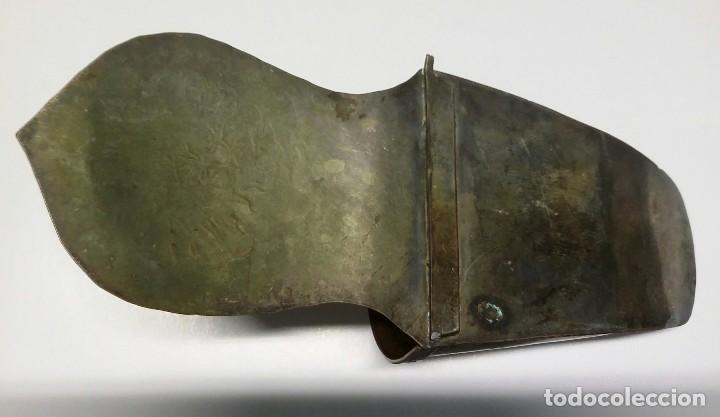 Antigüedades: ANTIGUO ESTRIBO DE NIÑO DE ALPACA. LABRADO Y CINCELADO A MANO - Foto 5 - 135883238