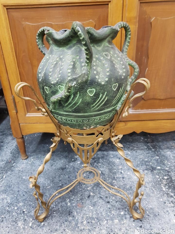 Macetero hierro dorado vintage con maceta ceramica verde segunda mano