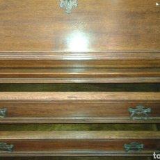Antigüedades: ESCRITORIO DE NOGAL. Lote 135891229