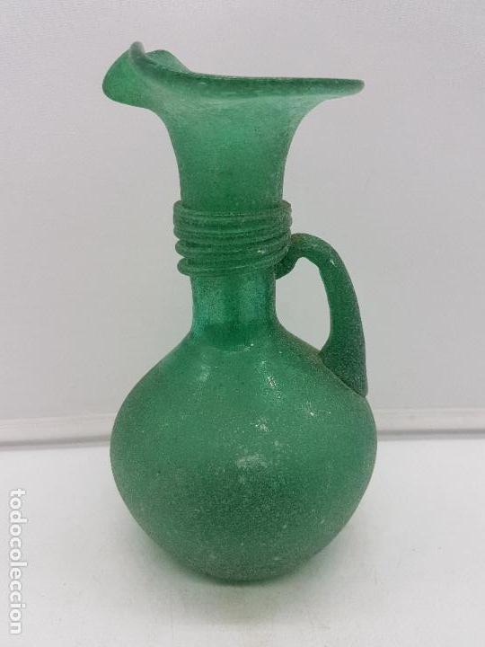 Antigüedades: Excelente jarrón antiguo hecho a mano con cristal soplado mallorquín de tono verdoso. - Foto 2 - 135892890