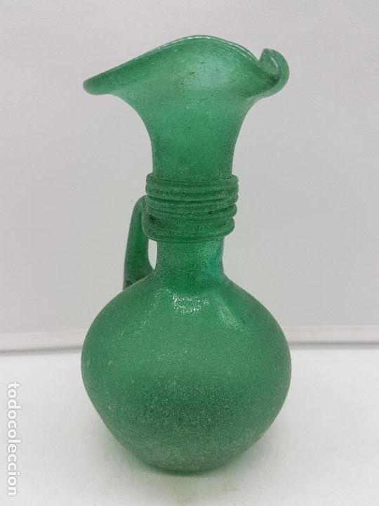 Antigüedades: Excelente jarrón antiguo hecho a mano con cristal soplado mallorquín de tono verdoso. - Foto 5 - 135892890