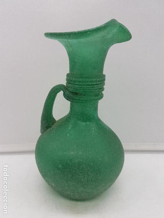 Antigüedades: Excelente jarrón antiguo hecho a mano con cristal soplado mallorquín de tono verdoso. - Foto 6 - 135892890
