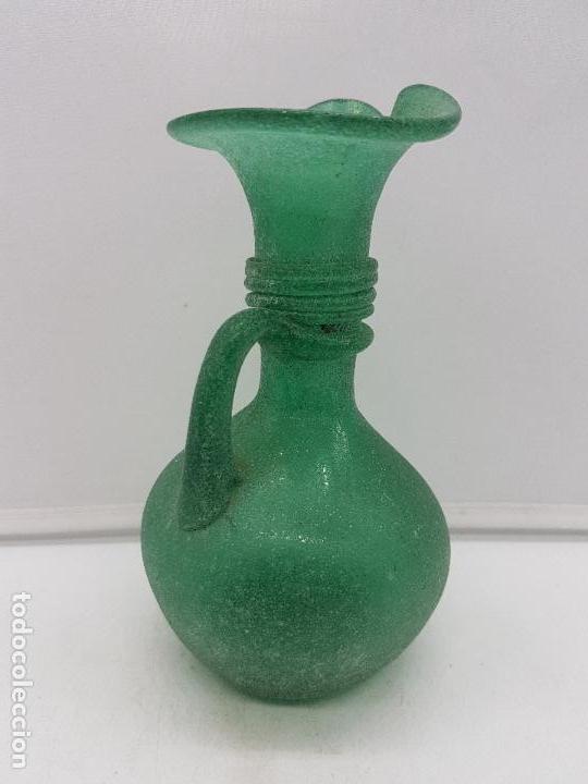 Antigüedades: Excelente jarrón antiguo hecho a mano con cristal soplado mallorquín de tono verdoso. - Foto 7 - 135892890