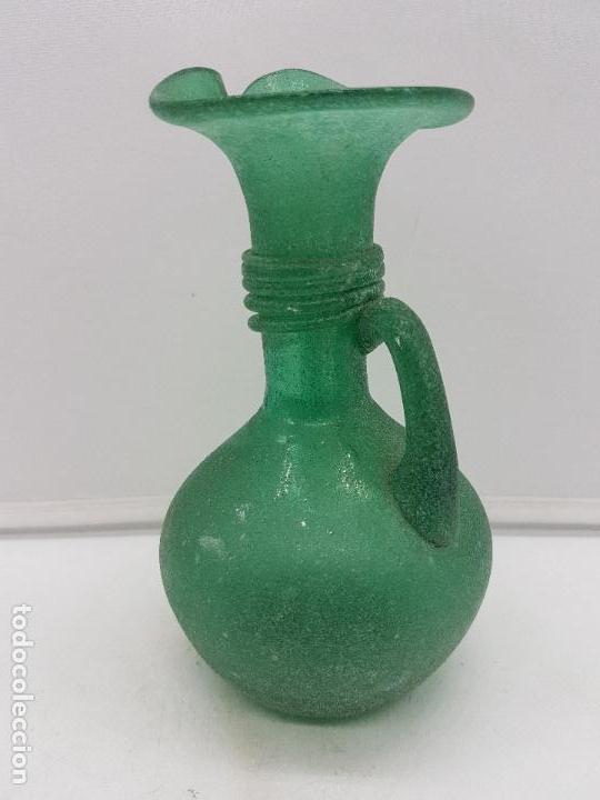 Antigüedades: Excelente jarrón antiguo hecho a mano con cristal soplado mallorquín de tono verdoso. - Foto 8 - 135892890