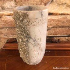Antigüedades: JARRON DE ALABASTRO TALLADO A MANO. Lote 135904150