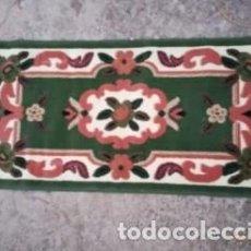 Antigüedades: ALFOMBRA ANTIGUA VERDE TAMAÑO PEQUEÑO 117 CMS. DE LARGO X 58 CMS. DE ANCHO . Lote 135942890