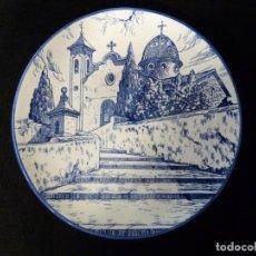 Antigüedades: PLATO PINTADO A MANO. ERMITA CRISTO DEL MILAGRO (LLOSA DE RANES) VALENCIA. 26,5 CM. FIRMADO. AÑOS 50. Lote 135996390