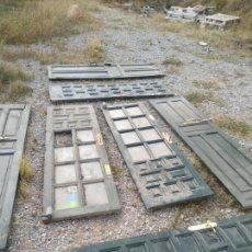 Antigüedades: INTERESANTE LOTE DE 7 PUERTAS DE MADERA CON CUARTERONES Y CRISTAL - GRAN TAMAÑO -. Lote 135999922