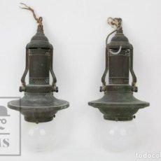 Antigüedades: PAREJA DE ANTIGUAS LÁMPARAS / FAROLES DE LATÓN / BRONCE ? - PRIMERA MITAD SIGLO XX. Lote 136001522