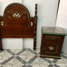 Antigüedades: CABECEROS Y MESITA DE MADERA. Lote 136002774