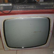 Antigüedades: ANTIGUA TELEVISIÓN PORTÁTIL KOLSTER. Lote 136029092