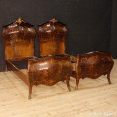 Antigüedades: PAR DE CAMAS INDIVIDUALES ITALIANAS DE MADERA.. Lote 136029310