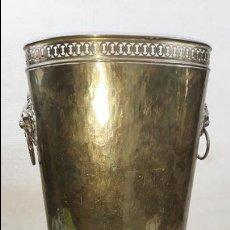 Antigüedades: PARAGÜERO DE BRONCE O LATON. 51 CM ALTURA. VER FOTOS. Lote 136048938