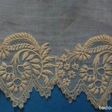 Antigüedades: PEQUEÑA PIEZA BORDADA S.XIX . Lote 136053846