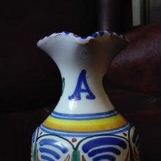 Antigüedades: JARRA DE CERÁMICA DE ALCORA. Lote 136109990