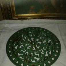 Antigüedades: SALVAMANTELES DE HIERRO COLADO. Lote 136127913