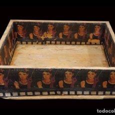 Antigüedades: ANTIGUA CAJA DECORADA , AUDREY HEPBURN, DESAYUNO CON DIAMANTES. Lote 136176726