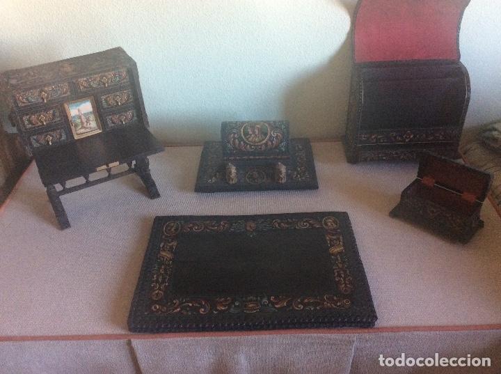 Antigüedades: ANTIGUA ESCRIBANIA, 5 PIEZAS. CUERO REPUJADO. - Foto 20 - 135566718