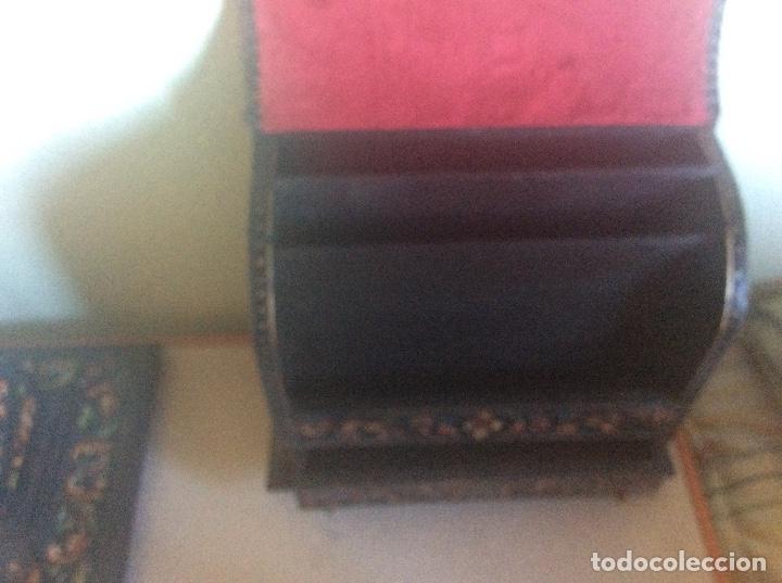 Antigüedades: ANTIGUA ESCRIBANIA, 5 PIEZAS. CUERO REPUJADO. - Foto 27 - 135566718