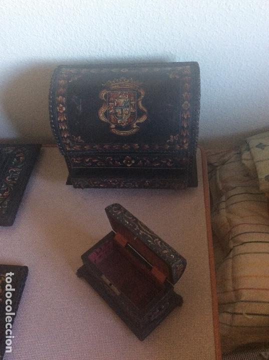 Antigüedades: ANTIGUA ESCRIBANIA, 5 PIEZAS. CUERO REPUJADO. - Foto 28 - 135566718