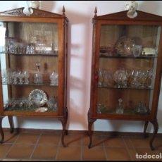 Antigüedades: ANTIGUAS VITRINAS GEMELAS (SE ESCUCHAN OFERTAS). Lote 136202913