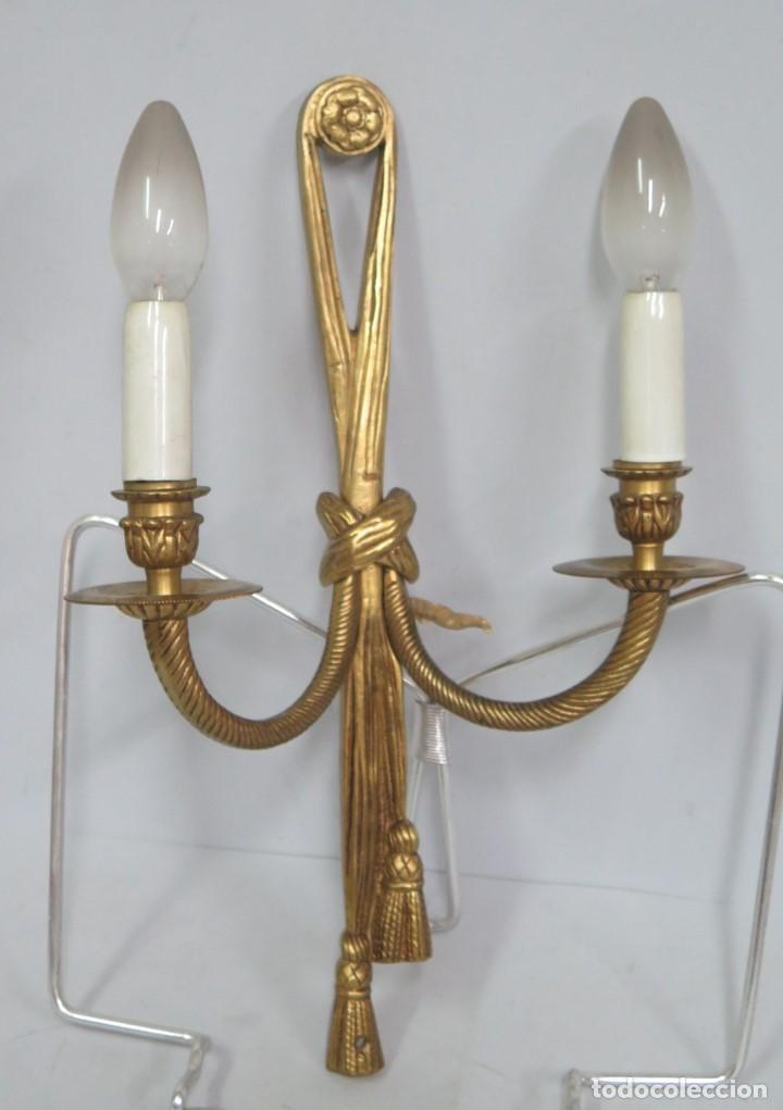 APLIQUE DE BRONCE DORADO. ESTILO LUIS XVI (Antigüedades - Iluminación - Apliques Antiguos)