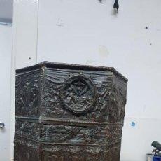 Antigüedades: ANTIGUO MACETERO TALLADO. Lote 136218450