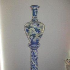 Antigüedades: JARRON CON COLUMNA CERAMICA SIGLO XIX. Lote 136218566