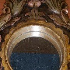 Antigüedades: ESPEJO EN MADERA MACIZA CON LABRADOS ARTESANALES. Lote 136270250