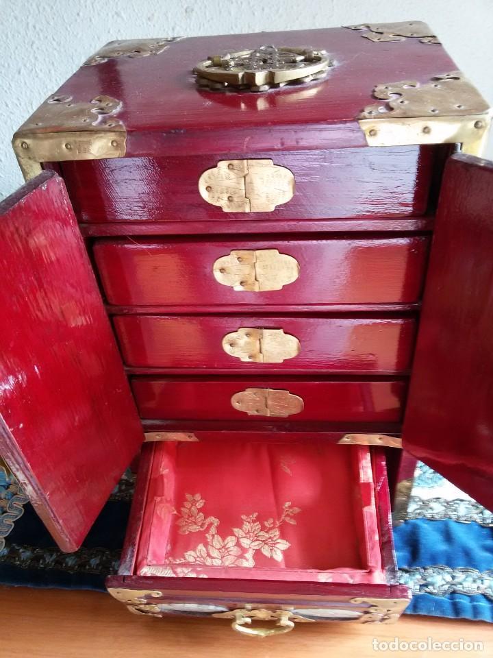 Antigüedades: Gran joyero chino de viaje, adornos de metal/bronce? y jade blanco.Numerado - Foto 7 - 136272722
