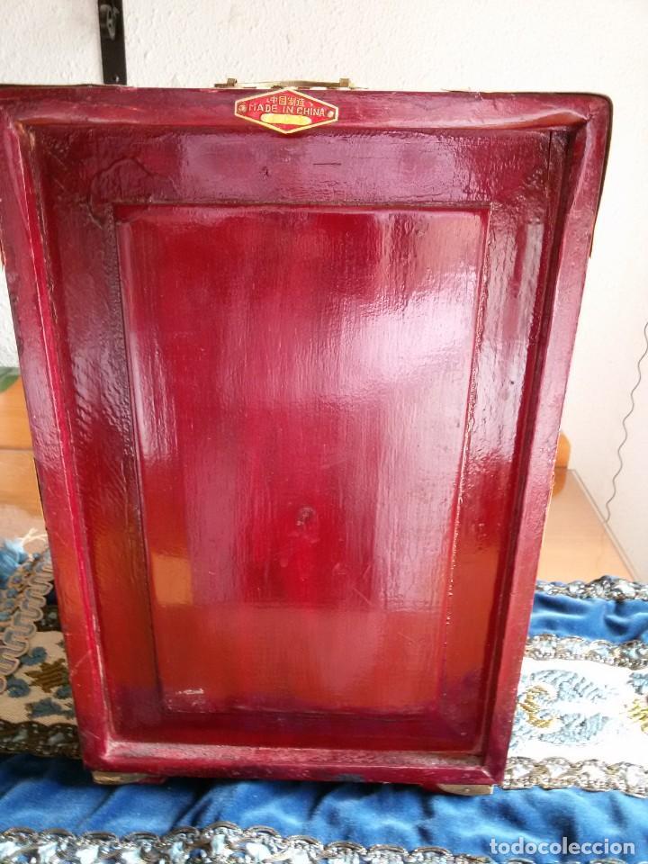 Antigüedades: Gran joyero chino de viaje, adornos de metal/bronce? y jade blanco.Numerado - Foto 11 - 136272722