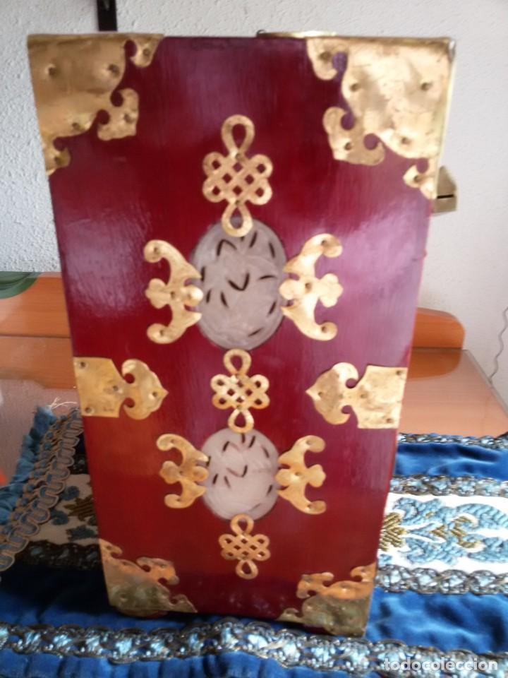 Antigüedades: Gran joyero chino de viaje, adornos de metal/bronce? y jade blanco.Numerado - Foto 15 - 136272722
