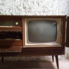 Antigüedades: MUEBLE - TELEVISIÓN - TOCADISCOS - RADIO. Lote 136296146