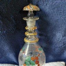 Antigüedades: BOTELLA DE VIDRIO SOPLADO PINTADA CON TAPÓN SIGLO XIX. Lote 136297378