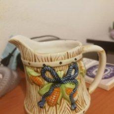Antigüedades: ANTIGUA JARRA DE MANISES CON RELIEVES. Lote 136309098