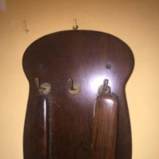 Antigüedades: COLGADOR MODERNISTA DE CEPILLOS. Lote 136312818