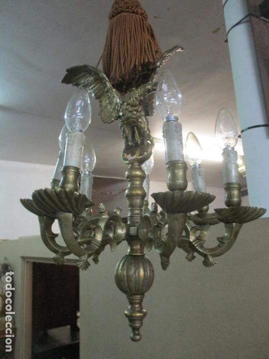 Antigüedades: Lámpara de Techo - Bronce Cincelado - 6 Luces - Decoración con Águila - Funciona - Foto 2 - 136445622